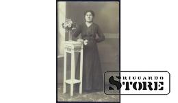 Старинная открытка времён Ульманиса. Женщина с цветами