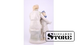 Statuette, Mom and Daughter Reading a Book, Porcelain, Polonne ZHK, 1960s, 22.5cm