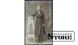 Старинная открытка времён Ульманиса. Латышка в строгом платье