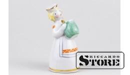 Статуэтка, Девочка с крынкой, фарфор, Рига , Рижская фарфоровая фабрика, 50-е годы ,7.5 СМ