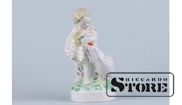 СТАТУЭТКА Девочка с курицей, фарфор ,Рига ,Рижский фарфоровая фабрика ,автор модели - Беатриса Карклиня, 50-е годы, 16 см