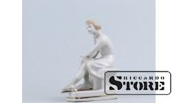 Статуэтка, На катке, фарфор, Рига , Рижская фарфоровая фабрика, автор модели - Оксана Жникруп, 60-е годы , 14.5 см