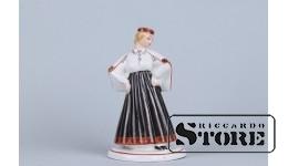 Фарфоровая статуэтка «Девушка в национальном костюме»