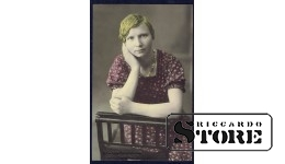Старинная открытка времён Ульманиса. Женщина позирует