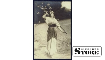 """Коллекционная открытка """"Девушка у дерева"""""""