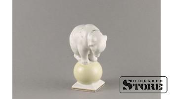 статуэтка,Медведь на шаре, Рига , Рижская фарфоровая фабрика, 50-е годы , 11 см,