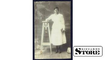 Старинная открытка времён Ульманиса. Женщина с книгой