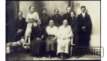 Старинная открытка времён Ульманиса. Большая семья