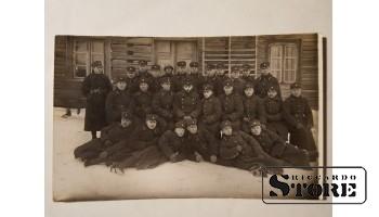 Довоенная Латвийская армия около казармы