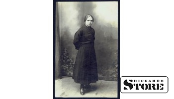 Старинная открытка времён Ульманиса. Барыня