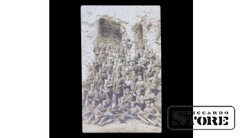 Открытка, Солдаты у стены