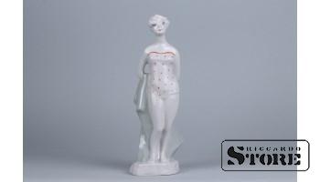 Фарфоровая статуэтка Пляжница рижской фарфоровой фабрики
