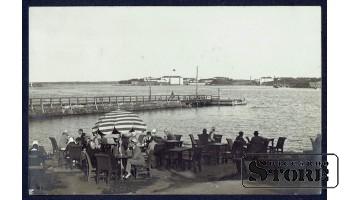 Старинная открытка Кафе у берега