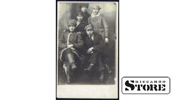 Старинная открытка времён Ульманиса. Пролетариат