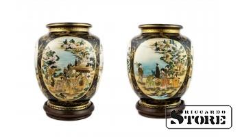Две парные вазы