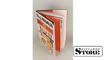 Книга, нацистские регалии
