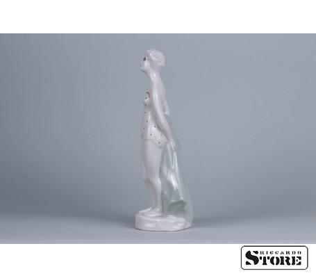 Фарфоровая статуэтка Пляжница рижской фарфоровой фабрики вид 4