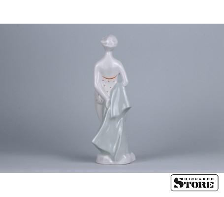 Фарфоровая статуэтка Пляжница рижской фарфоровой фабрики вид 3