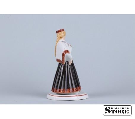 Фарфоровая статуэтка Девушка в национальном костюме вид 4