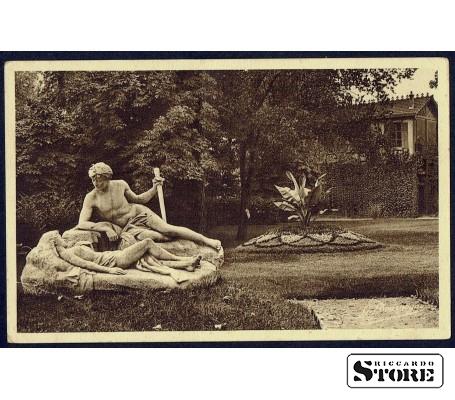 Старинная открытка Античная скульптура у дома