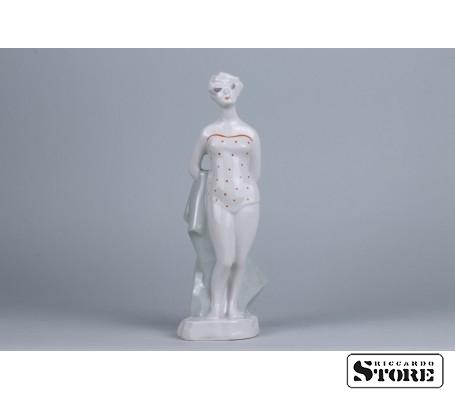 Фарфоровая статуэтка Пляжница рижской фарфоровой фабрики вид 1