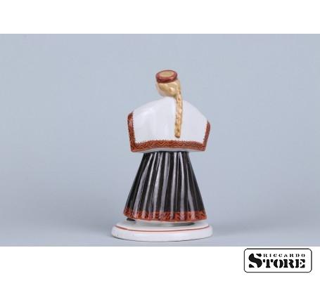 Фарфоровая статуэтка Девушка в национальном костюме вид 2